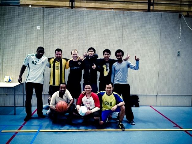 Beberapa mahasiswa ISS (dari Afrika, Indonesia, Brazil, dan Jerman) yang sering bermain futsal